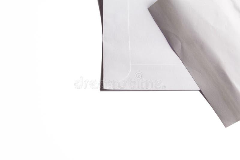 Белым предпосылка конверта изолированная делом стоковое фото rf