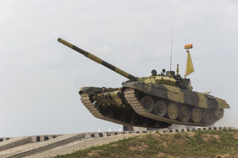 Биатлон танка международных конкуренций стоковые изображения rf