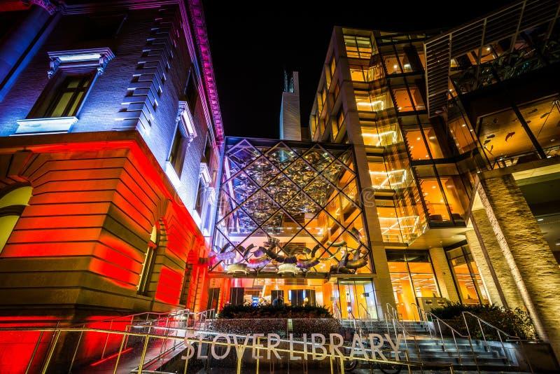 Библиотека Slover на ноче, в городском Норфолке, Вирджиния стоковые изображения rf