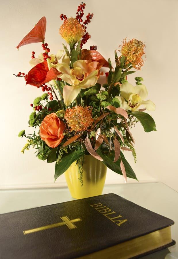 библия цветет таблица стоковые фотографии rf