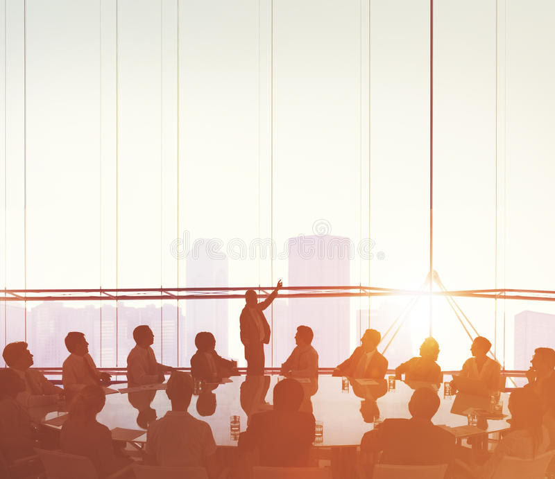 Бизнесмены встречая концепцию представления спикера конференции стоковое изображение rf