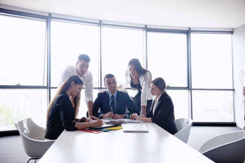 Бизнесмены в встрече на офисе стоковые изображения rf