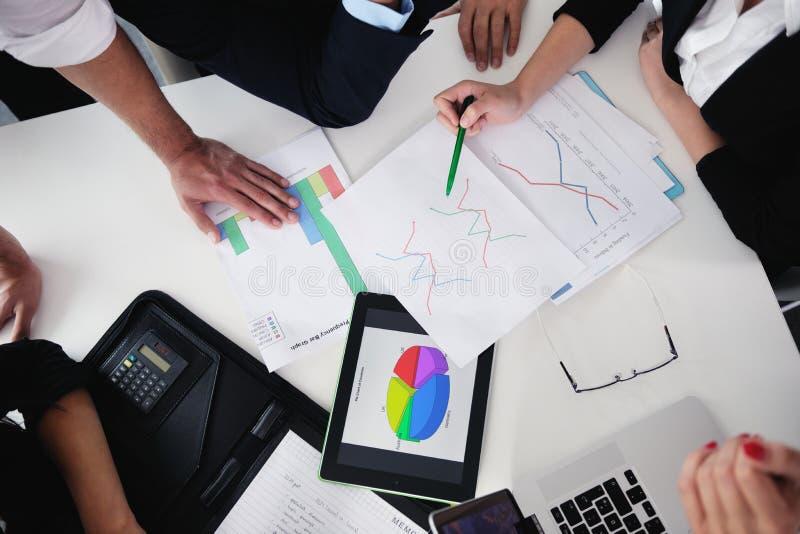 Download Бизнесмены в встрече на офисе Стоковое Изображение - изображение насчитывающей офис, персона: 33734487