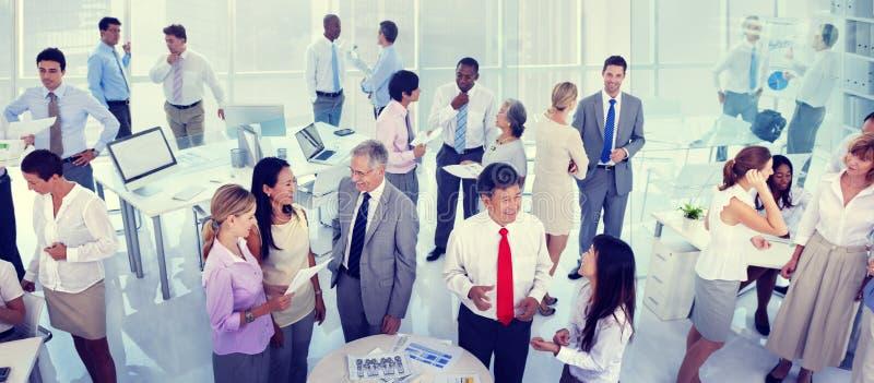 Бизнесмены группы встречая концепцию офиса стоковая фотография