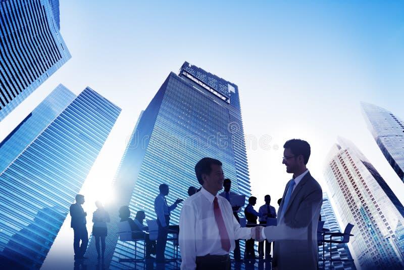 Бизнесмены концепции города целей устремленности зрения корпоративной стоковое изображение