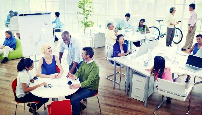Бизнесмены концепции офиса Eco команды творческой стоковое фото