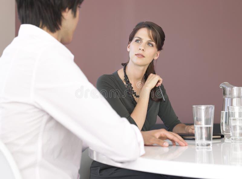 Бизнесмены на встреча на офисе стоковое изображение rf