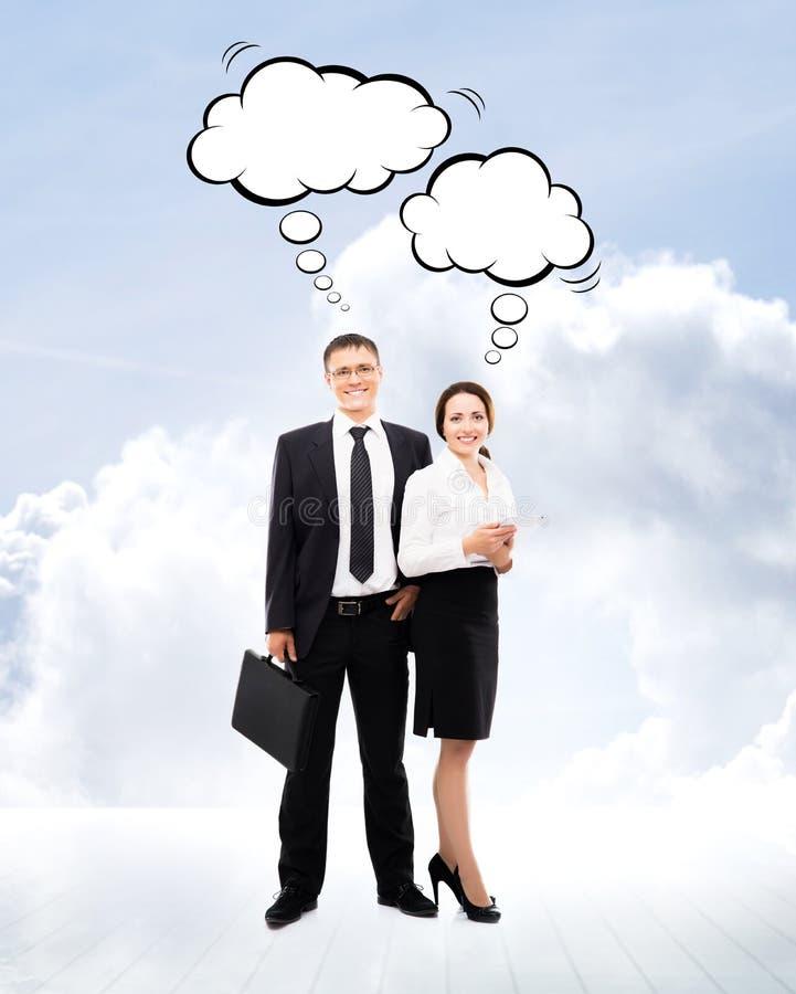 Бизнесмены на светлой предпосылке неба стоковая фотография