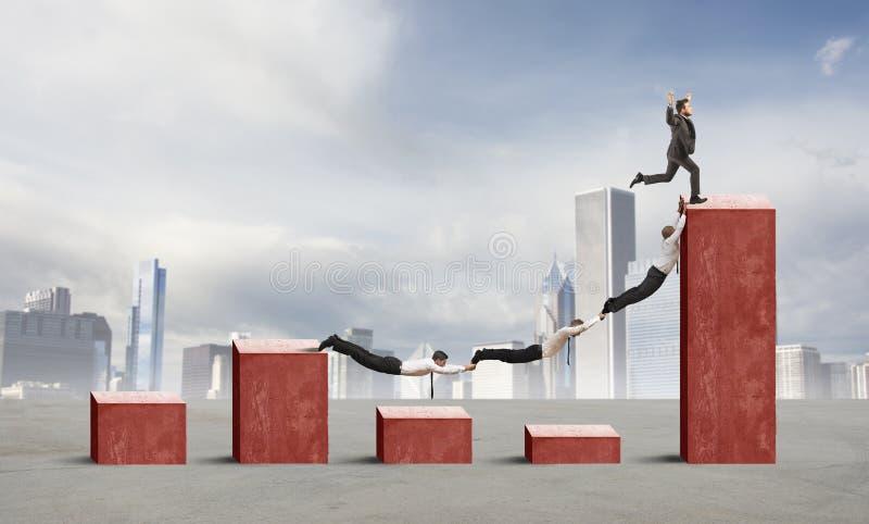 Бизнесмены против тенденции кризиса стоковая фотография rf