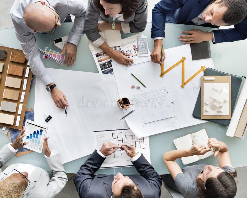 Бизнесмены планируя концепцию архитектуры светокопии стоковая фотография rf