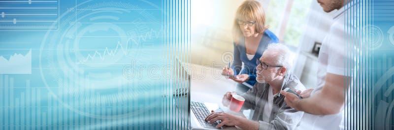 Бизнесмены работая совместно, световой эффект; панорамное знамя стоковые изображения
