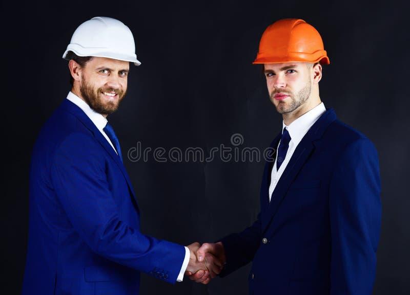 Бизнесмены рукопожатия стоковые изображения rf