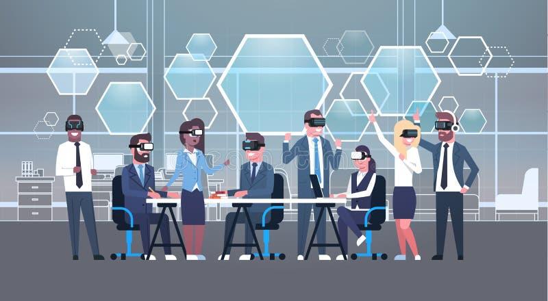 Бизнесмены собирают нося шлемофон во время метода мозгового штурма, команду Vr в стеклах 3d на технологии виртуальной реальности  иллюстрация штока