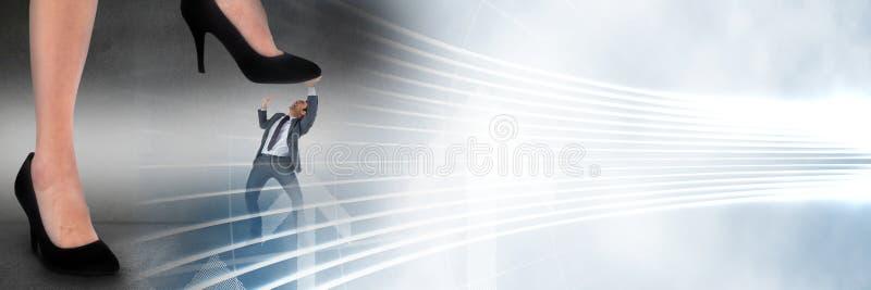Бизнесмен будучи шаганным дальше гигантским переходом ноги и белых интерфейса стоковые изображения