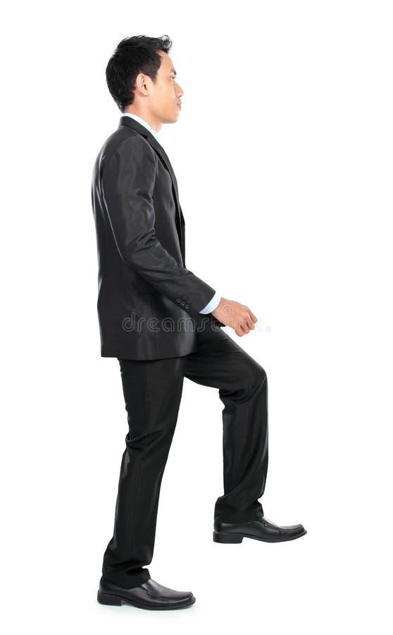 Download Бизнесмен вверх по лестнице Стоковое Фото - изображение насчитывающей привлекательностей, лестницы: 37927284