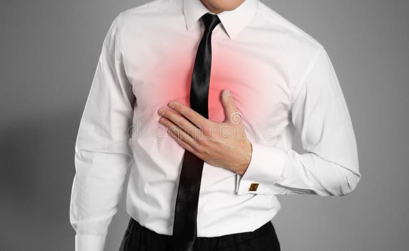Бизнесмен в белых рубашке и связи держа его PA комода комода стоковые изображения
