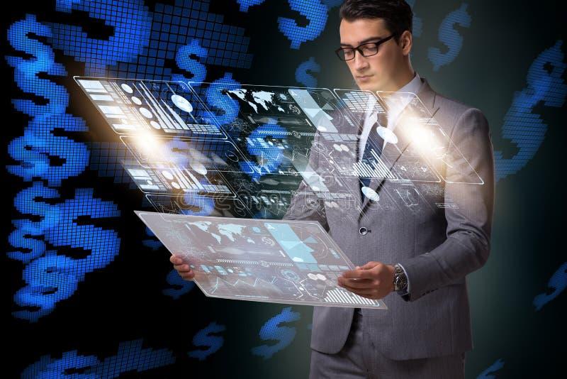 Бизнесмен в большой концепции управления данными стоковые фотографии rf