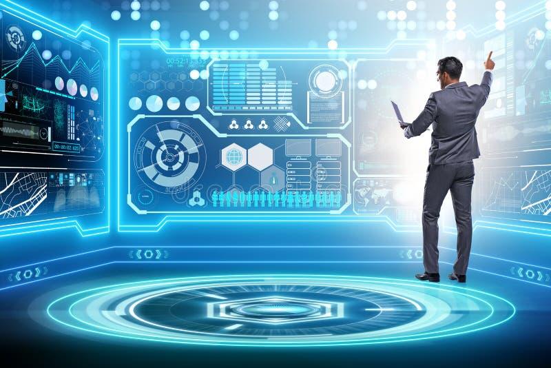 Бизнесмен в большой концепции управления данными стоковое фото rf