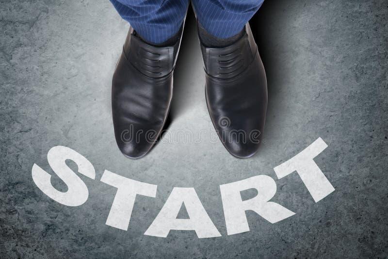 Бизнесмен в концепции старта с ботинками стоковая фотография rf