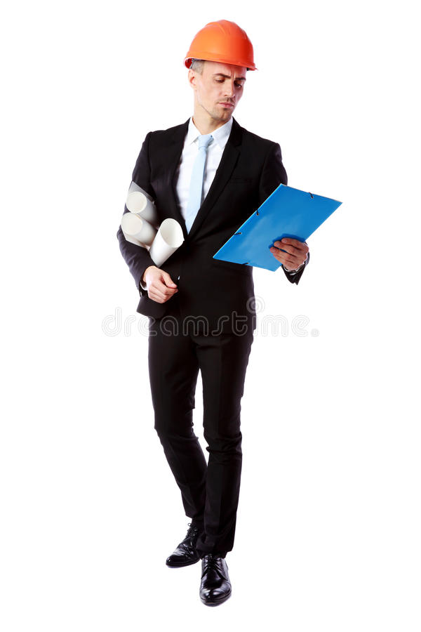 Бизнесмен в плане строительства чтения шлема стоковое изображение rf