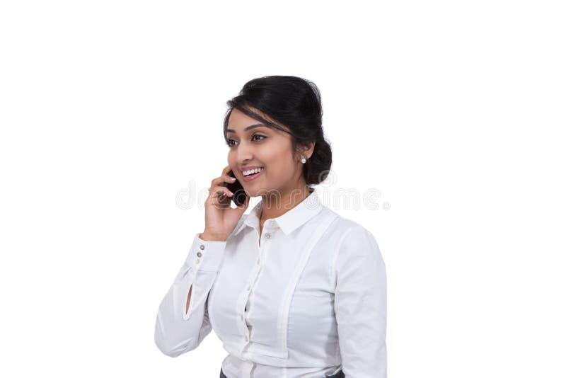 Бизнесмен говоря на мобильном телефоне стоковая фотография rf