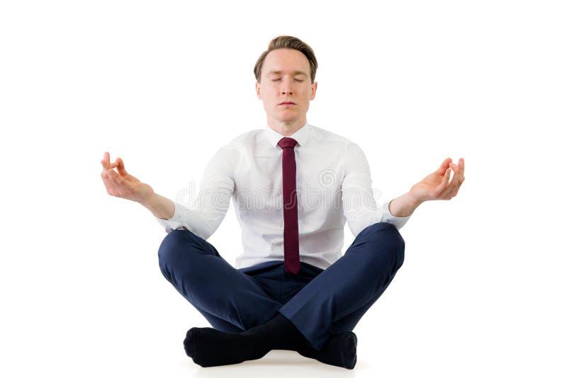 Бизнесмен Дзэн размышляя в представлении йоги стоковые изображения rf