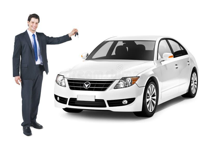 Бизнесмен держа ключ белого автомобиля стоковые фотографии rf