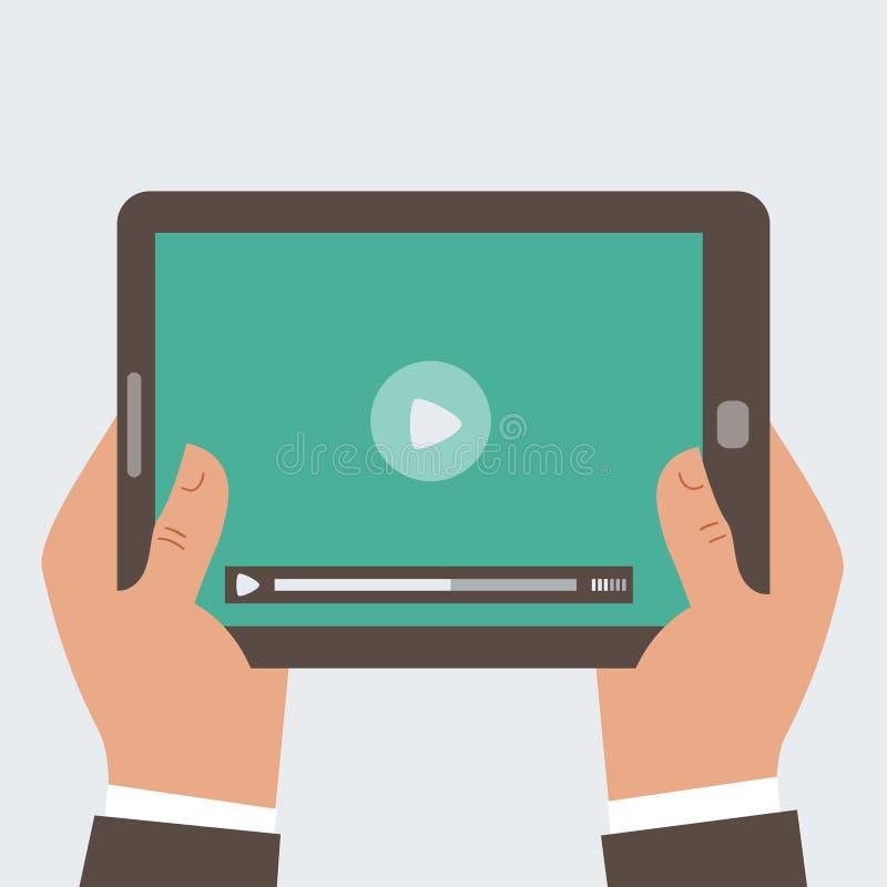 Бизнесмен держа планшет с видео pl стоковая фотография rf