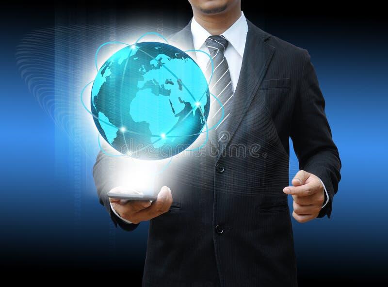 Бизнесмен держа средства массовой информации social smartphone стоковая фотография rf