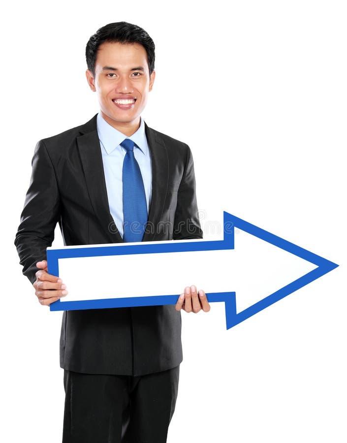 Download Бизнесмен держа стрелку в руке Стоковое Фото - изображение насчитывающей людск, занятие: 37928582