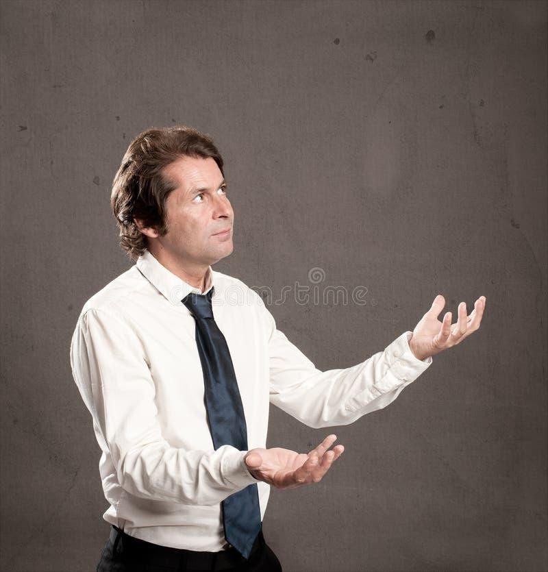 Бизнесмен жонглируя с космосом экземпляра стоковое изображение