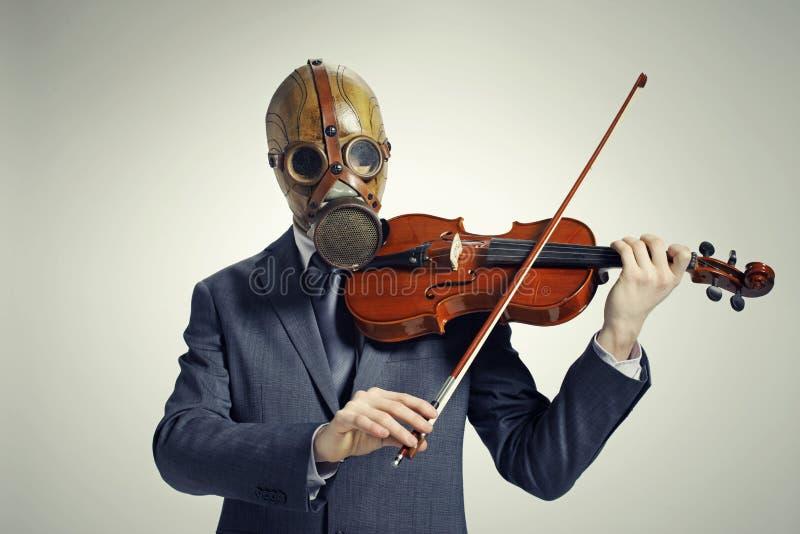 бизнесмен играет скрипку стоковая фотография rf
