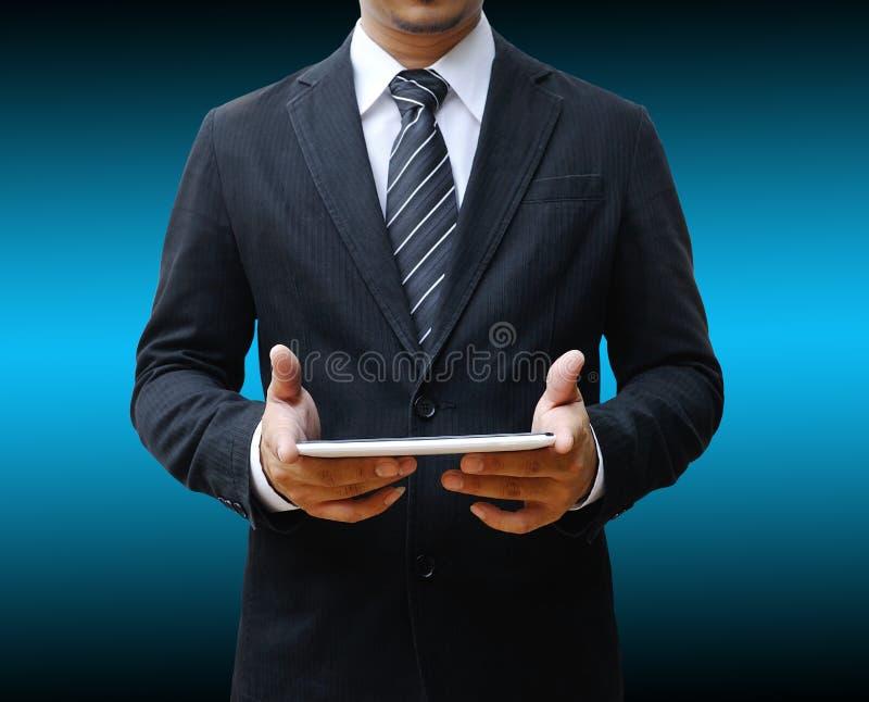 Бизнесмен используя сенсорную панель стоковые изображения rf
