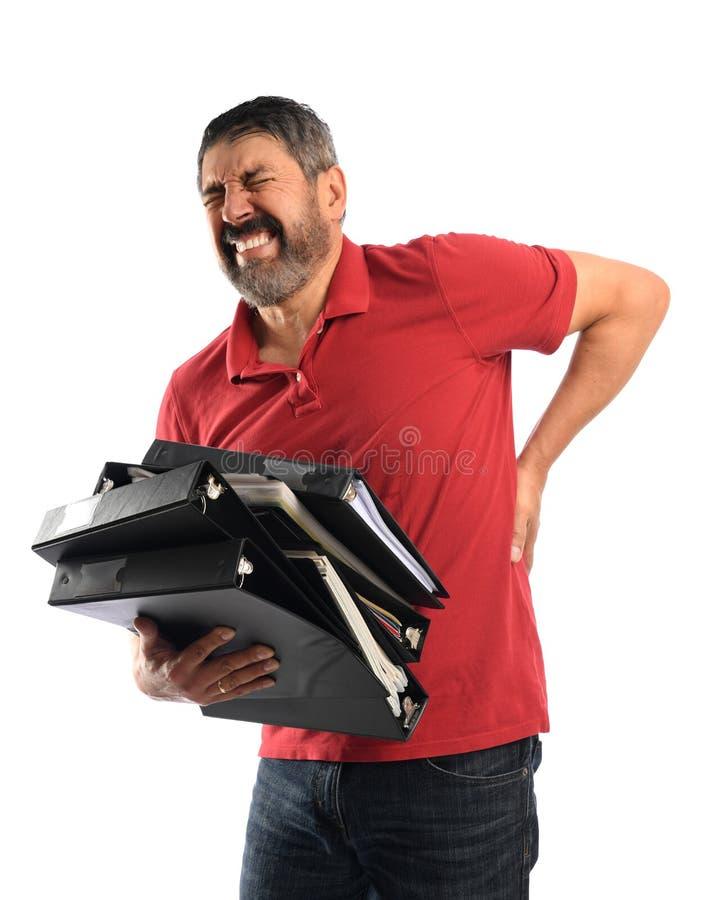 Бизнесмен испытывая более низкую боль в спине стоковые фото