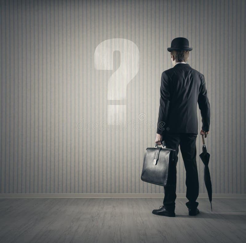 Бизнесмен и вопросы стоковая фотография rf