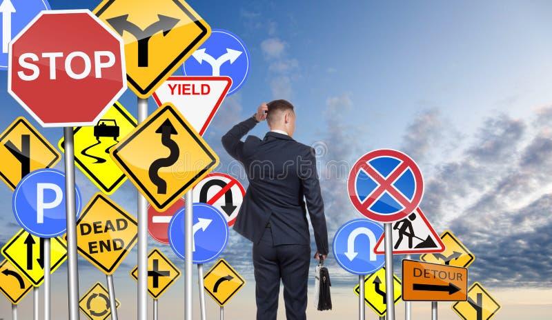 Бизнесмен и затруднение отборного правильный путь стоковое изображение