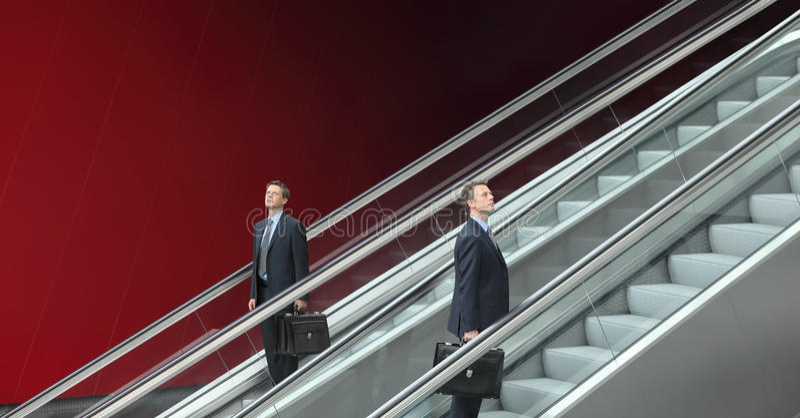 Бизнесмен идя вверх и вниз эскалаторов, концепция успеха стоковое фото rf