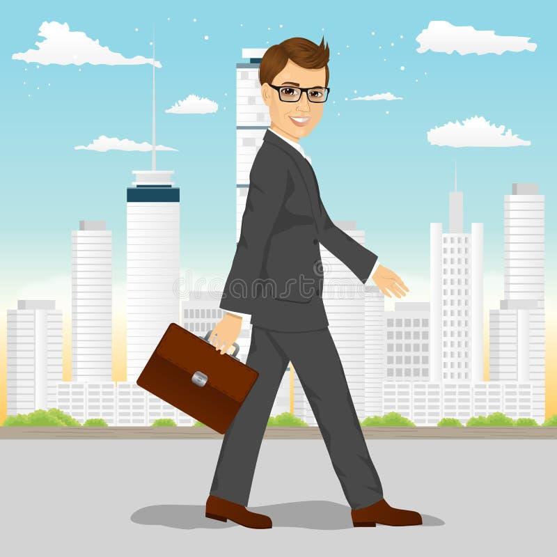 Бизнесмен идя через город бесплатная иллюстрация