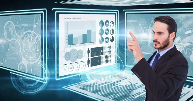 Бизнесмен касаясь и взаимодействуя с панелями интерфейса технологии стоковые фото
