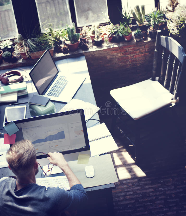 Бизнесмен определяет концепцию рабочего плана идей стоковое фото rf