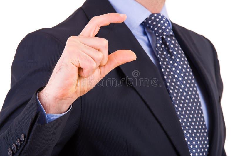 Бизнесмен показывать малый размер с перстами. стоковое фото