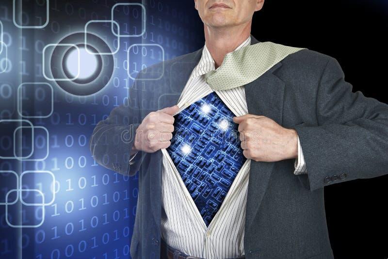 Бизнесмен показывая костюм супергероя под его положением рубашки стоковые изображения rf