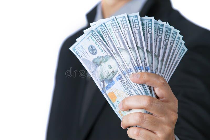 Бизнесмен показывая наличные деньги в наличии с белой предпосылкой стоковое фото rf