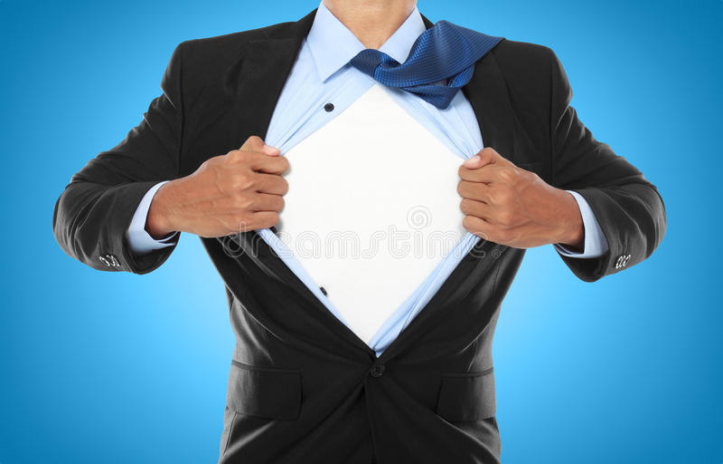 бизнесмен показывая супергероя костюма стоковое фото
