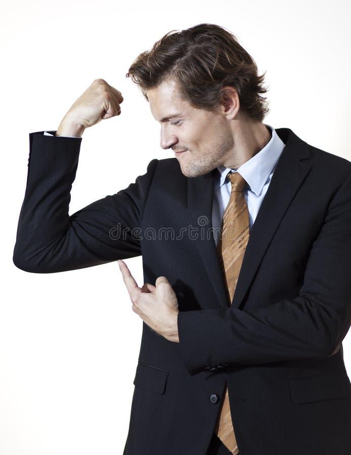 Бизнесмен показывая mucsles стоковая фотография