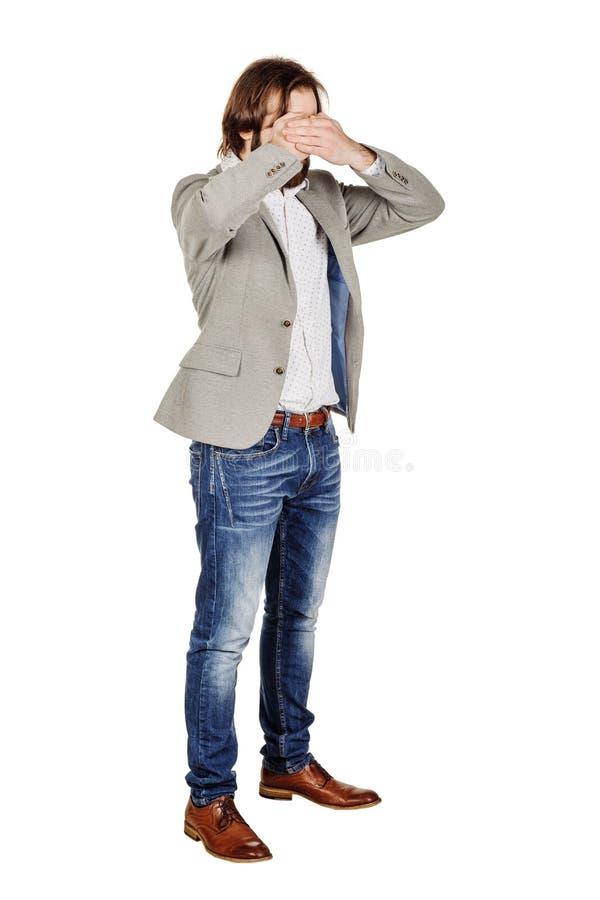 Бизнесмен портрета молодой покрывая его наблюдает с его рукой emot стоковые фотографии rf