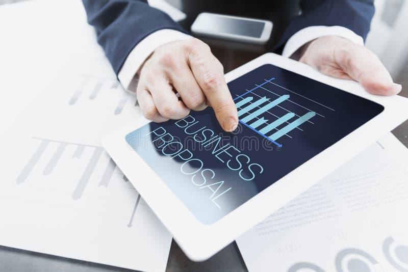 Бизнесмен представляя предложение дела стоковое изображение