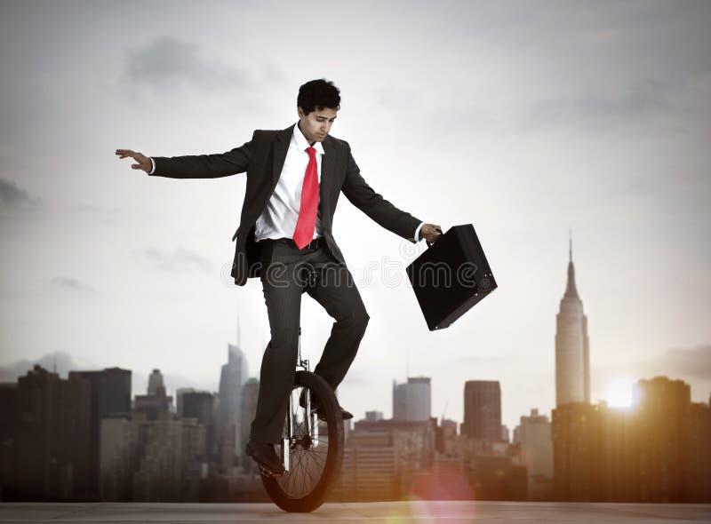 Бизнесмен принимая риск в Нью-Йорке стоковое фото rf