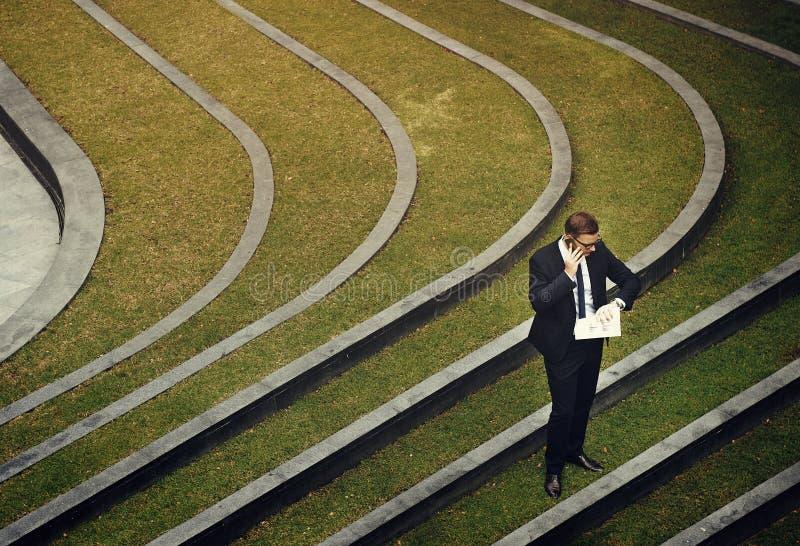 Бизнесмен пунктуальности назначения проверяя концепцию стоковое фото rf