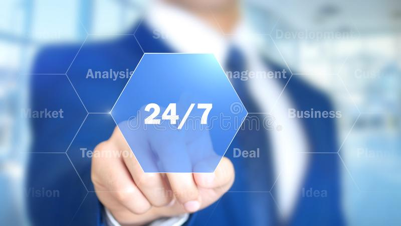 24/7, бизнесмен работая на голографическом интерфейсе, графиках движения стоковое изображение rf